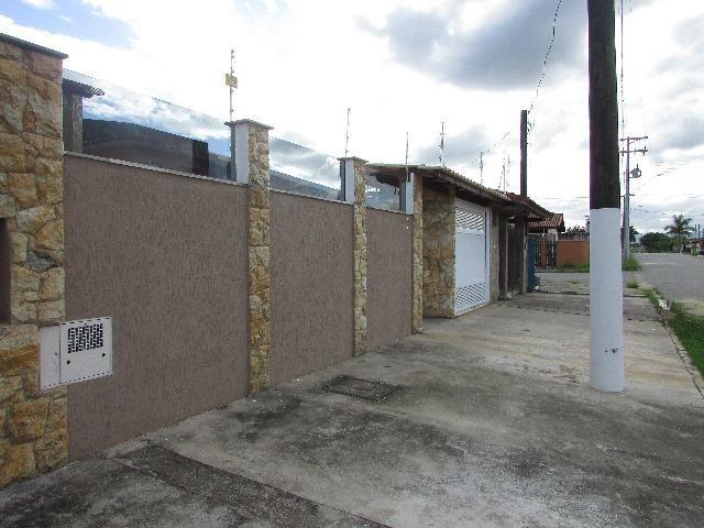 11 - A casa de 260 metros quadrados no bairro Jardim Grandesp com 4 quartos sendo 1 suíte