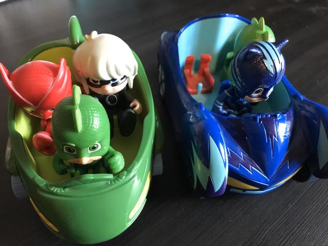 Pj Masks! 2 carros e 4 bonecos - Foto 2