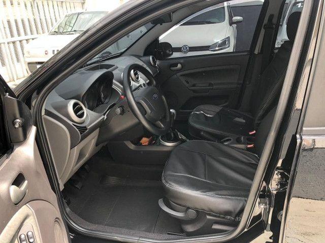 Lindo Ford Fiesta Sedan 1.6 Flex Extremamente Novo - Foto 8
