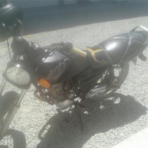 Vendo uma moto sundown 2006 com documento para interior