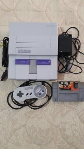 Super Nintendo branquinho com controle e fonte originais cabo AV e jogo