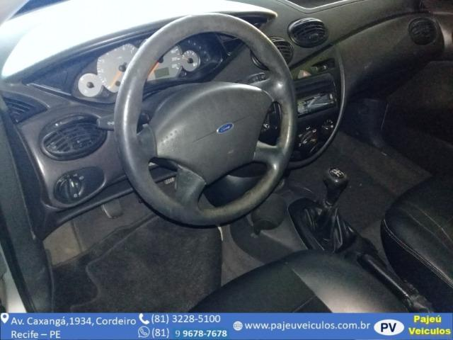 Ford Focus 1.6 Hatch - Foto 4