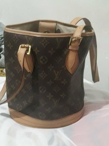 76f37afbc Bolsa Louis Vuitton Petit Bucket Monogram - Bolsas, malas e mochilas ...