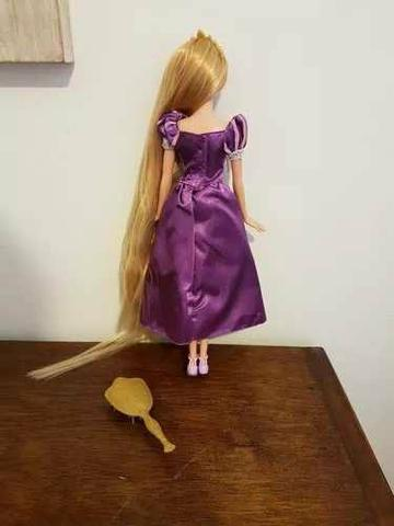 Boneca Barbie Rapunzel Enrolados Disney Mattel - Foto 2