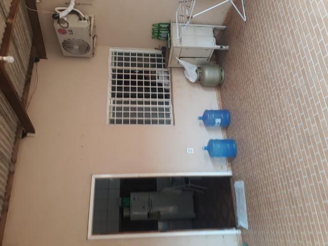 Suíte para solteiro(a) em casa ampla na zona sul, incluso água (dividir aluguel) - Foto 12