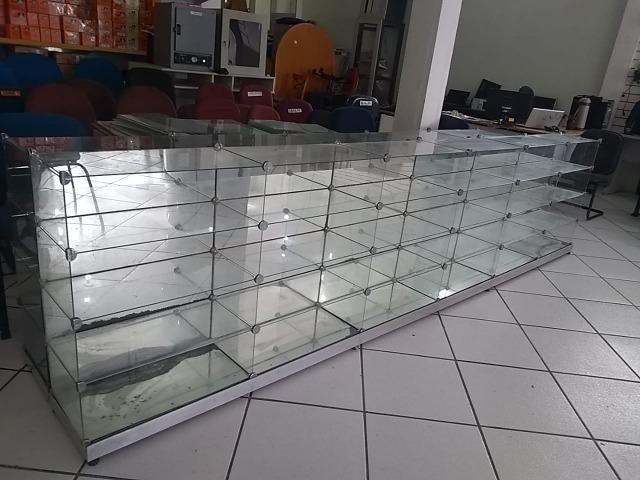 Balcão/Expositor de vidro temperado usado. Ótimas condições