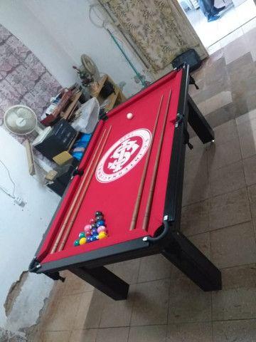 Mesa Tentação de Bilhar Cor Preta Tecido Vermelho Logo Internacional Mod. EQKB9782 - Foto 2