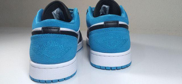 "Tênis Nike Air Jordan 1 low ""laser blue"" - Foto 3"