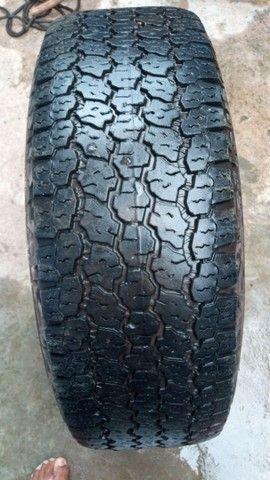 Vendo 2 pneus roda 16 era da S10 - Foto 2