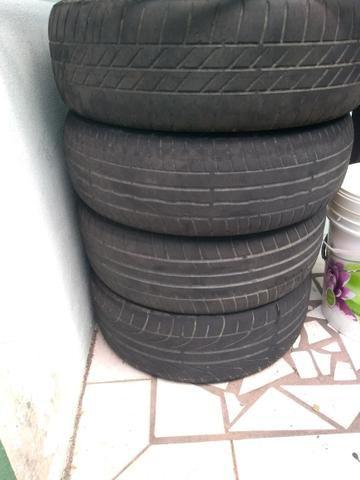 Vendo 4 pneus usados em bom estado Aro 15
