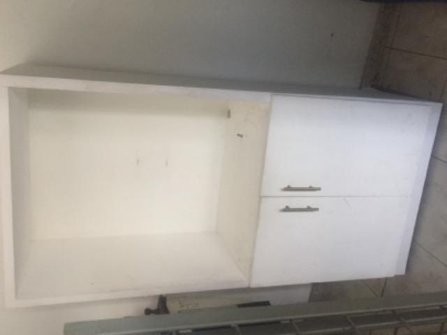 Estante com gavetas