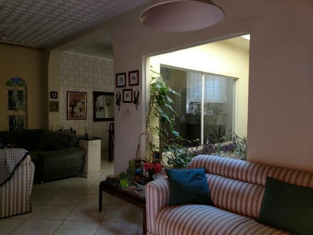 Ótima Casa para comercial. Centro-varias salas e amplo quintal. - Foto 7