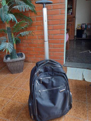 Vendo mochila Stradda com rodinhas, para notebook também. Seminova - usei apenas 2 vezes - Foto 2
