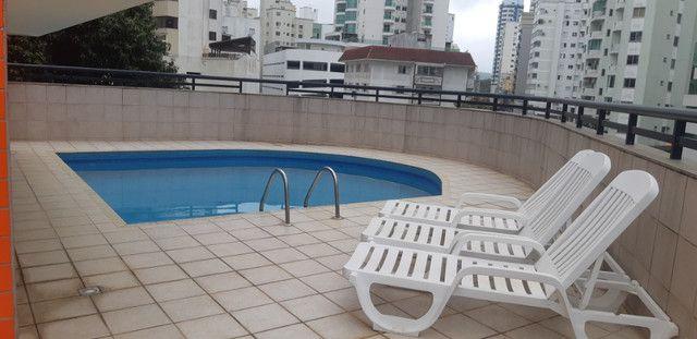 Apartamento vista mar com 3 dormitórios e 2 garagens no centro de Balneário Camboriú - Foto 15