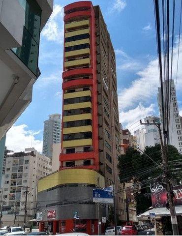 Apartamento vista mar com 3 dormitórios e 2 garagens no centro de Balneário Camboriú - Foto 20