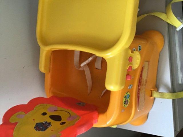 Cadeira alimentação portátil Leão Fisher price - Foto 4
