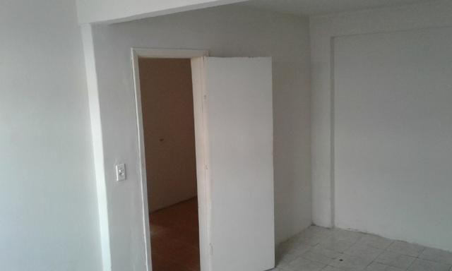 Casa nos fundos - 2 quartos Sala Cozinha 1 Garagem - Foto 3