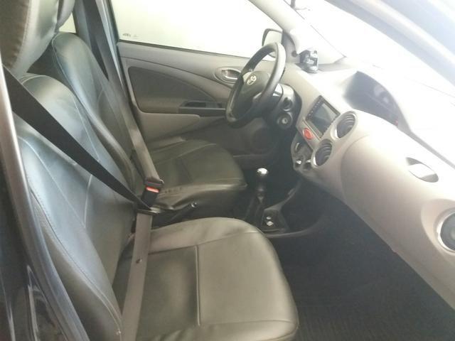 Vendo ou troco Toyota Etios seDan 1.5 2013 - Foto 3