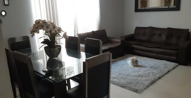 Mesa e sofá