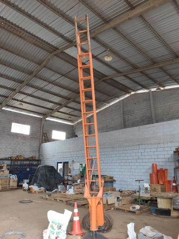 Escada giratória patrão Copel com 9.60 de alturas