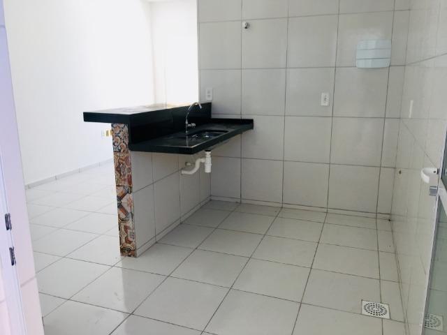 Linda casa com documentação gratis : 2 quartos , 2 banheiros , 2 vagas de garagem - Foto 6