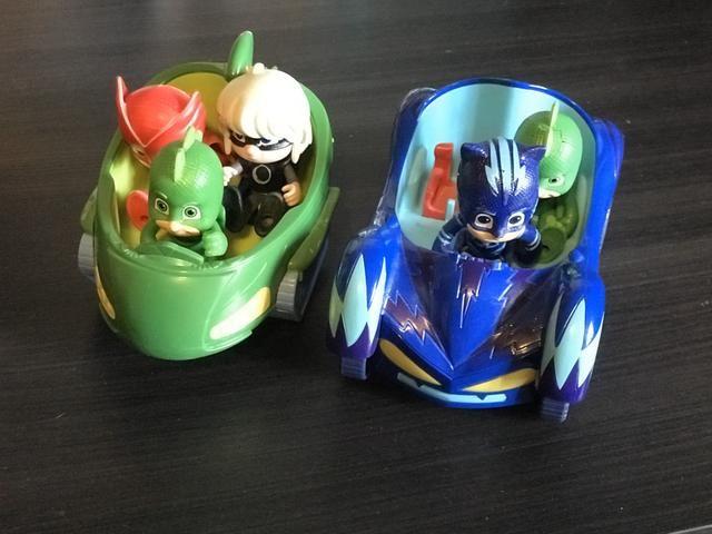 Pj Masks! 2 carros e 4 bonecos - Foto 3