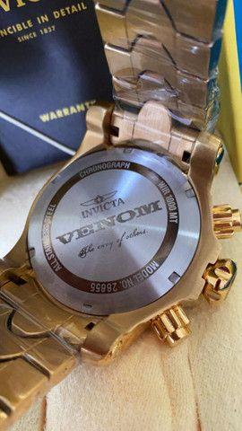 Relógio Invicta Venom Dourado com Azul a prova d'água Completo - Foto 3
