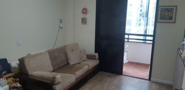 Apartamento vista mar com 3 dormitórios e 2 garagens no centro de Balneário Camboriú - Foto 4