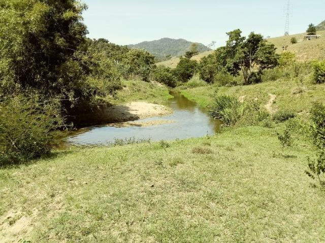 Sitio com nascente dentro e Rio