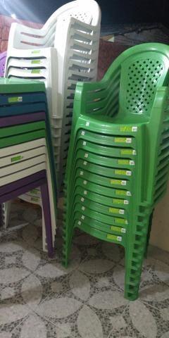 Cadeira plásca - Foto 2