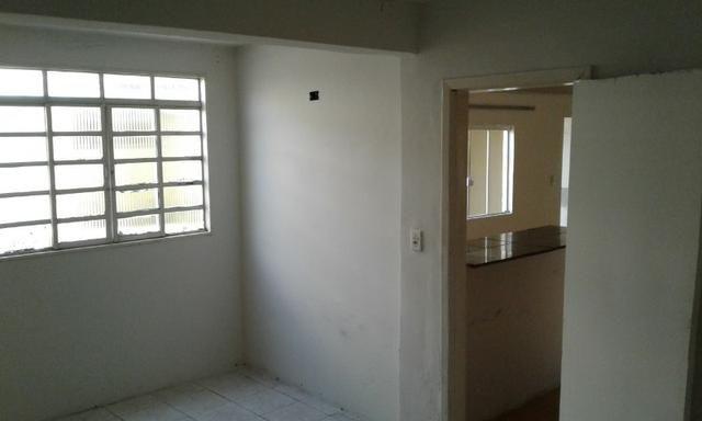 Casa nos fundos - 2 quartos Sala Cozinha 1 Garagem - Foto 7
