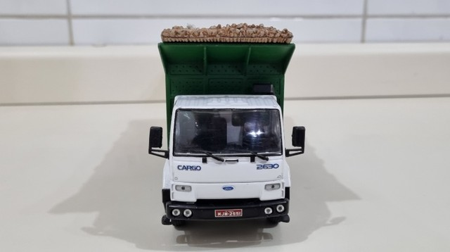 Miniatura Caminhão Brasileiro Ford Cargo C-2630 6X4 1998-2002 - Foto 3