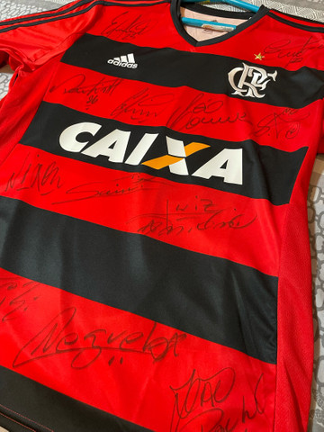 Camisa original do Flamengo autografada pelo elenco campeão de 2009 - Foto 2