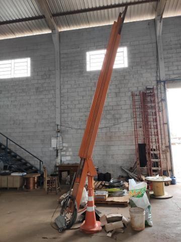 Escada giratória patrão Copel com 9.60 de alturas - Foto 2