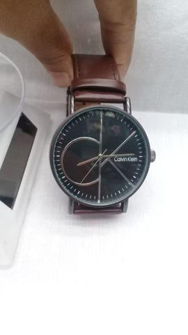 075ced4d3 Relógio Social Calvin Klein com pulseira em Couro Genuíno ...
