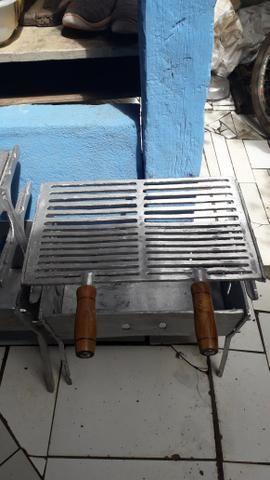 CHURRASQUEIRA pequena de alumínio batido - Foto 3