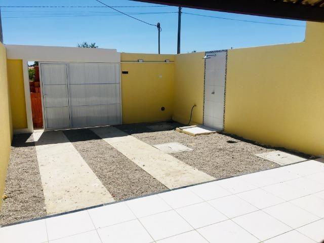 Linda casa com documentação gratis : 2 quartos , 2 banheiros , 2 vagas de garagem - Foto 3
