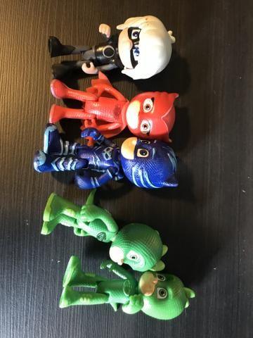 Pj Masks! 2 carros e 4 bonecos - Foto 5