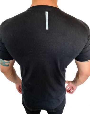 Camiseta Calvin Klein - Foto 2