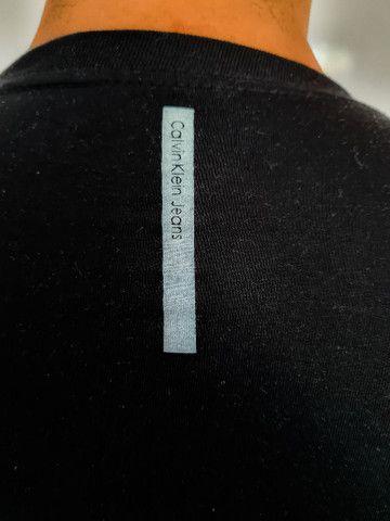 Camiseta Calvin Klein - Foto 3
