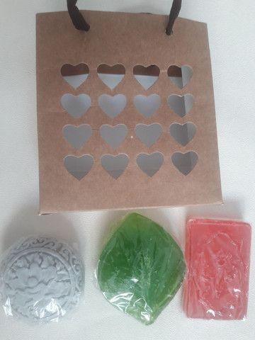 Kit com 3 sabonetes artesanal  varias fragrâncias  - Foto 4