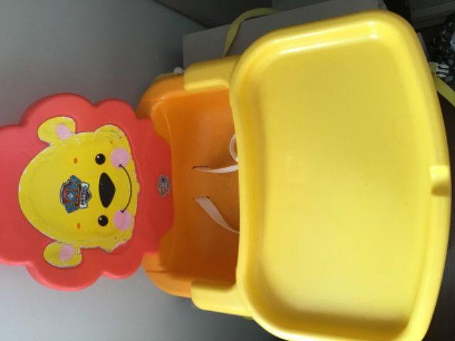 Cadeira alimentação portátil Leão Fisher price - Foto 3