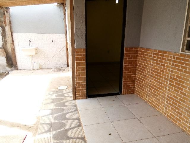 01 casa com 03 qts sl coz area de serv wc garagem