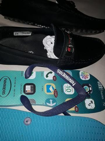 Sapato e sandália havaiana