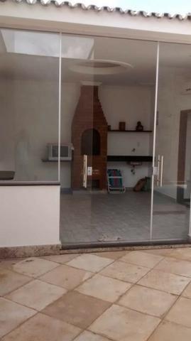 Casa em condomínio na Cohama com piscina e churrasqueira privativa por R$ 500 mil