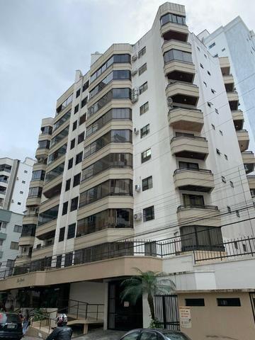 Apartamento com 02 dormitórios em Meia Praia/SC