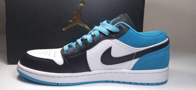 "Tênis Nike Air Jordan 1 low ""laser blue"" - Foto 2"