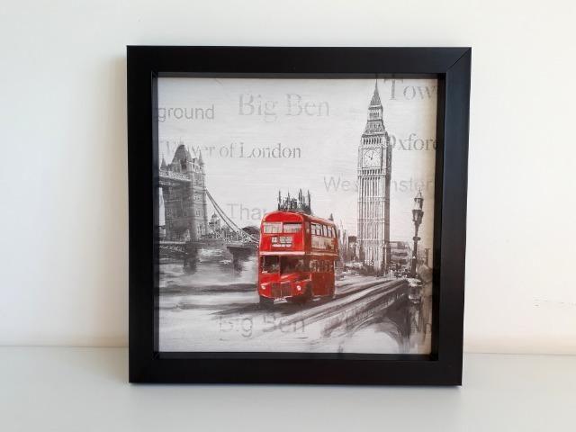 Quadro Londres preto e branco ônibus em vermelho