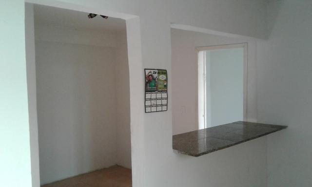 Casa nos fundos - 2 quartos Sala Cozinha 1 Garagem - Foto 6