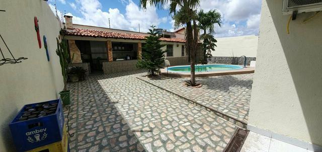 Alugo Excelente casa com piscina no Cohatrac